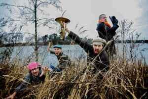 Golden Horns tekee myös yllätysesiintymisiä Joroisten kirkonkylällä. (Kuva: Copyright 2013 TGH, valokuvaaja Kirsi Tuura.)