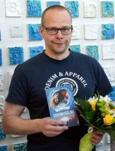 """""""Viikinkisolmu"""" sai tämänvuotisen Lasten LukuVarkaus-kirjallisuuspalkinnon. Kirjailija Roope Lipasti kertoi, että kirjasta on tulossa jatko-osia, 3-4 kirjaa."""