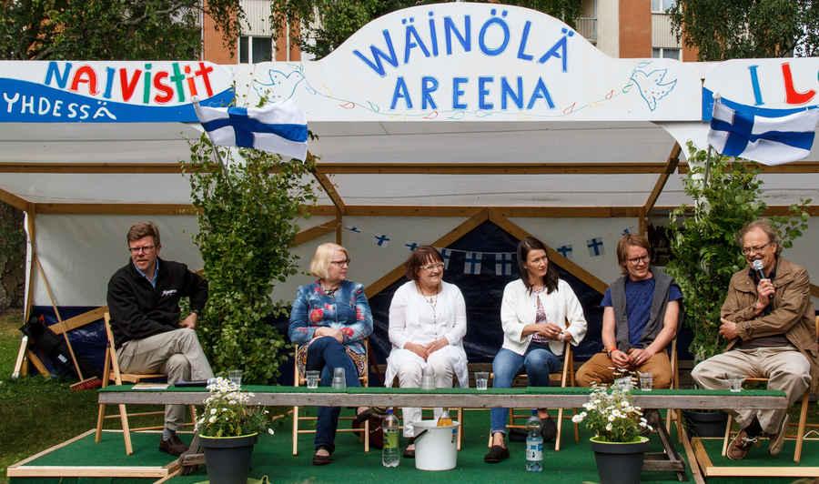 Panelistit pohtivat Varkauden asioita vajaan parin tunnin ajan. Kuvassa (oikealta) Harri Koivistoinen, Jaakko Ikonen, Soile Varpunen-Aalto, Eeva Lemiläinen, Heli Sutinen ja Hannu Itkonen. Yhdessä tekeminen ja keskustelukulttuuri olivat vahvasti esillä.